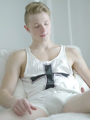 Rubbing one out with cute straight twink Rustie