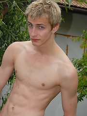 Sexy boy showing his nakeed body without shy