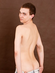 Pretty straight fellow of 18 years old will expose nice ass