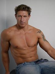 Bryce Evans Fucks Sean Duran